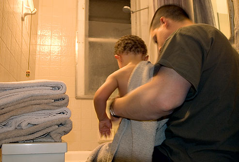 getty_rm_photo_of_father_helping_son_with_bedtime_bath